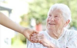 В каком возрасте мама выйдет на пенсию, если ухаживает за сестрой инвалидом детства 1 группы?
