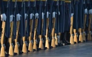 Возможно ли получать военную пенсию при выслуге 17 лет?